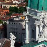 Le statue sul timpano del Duomo di Brescia