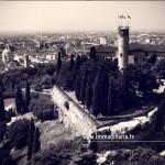 Le bandiere sventolano sulla torre del Castello e su Brescia
