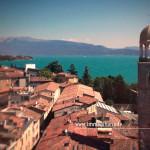 Sui tetti di Salò, il campanile svetta