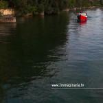 La barca in avvicinamento alla Darsena