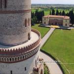 La Torre di San Martino della Battaglia e sullo sfondo il museo che ripercorre la storia della celebre battaglia